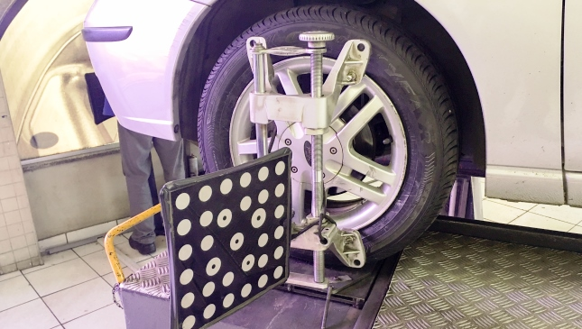 5 Signs Your Car Needs a Wheel Alignment